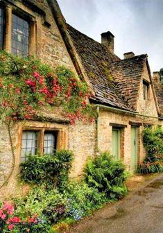 Village In Europe Irish Cottage, Ireland Homes, Houses In Ireland, Ireland Landscape, English Countryside, Ireland Travel, Ireland Vacation, Ireland Food, Cottage Homes