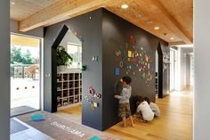 Stunning Kids Playground Design Idea 155 A good office interior design will make you feel comfortable to do your daily job. Today an office interior design is important too as same as a home interior. When people don't like their workpl Kindergarten Interior, Kindergarten Design, Design Maternelle, Daycare Design, Playground Design, New Interior Design, Learning Spaces, Kids Corner, Kid Spaces