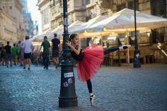 Urban Swan - micuta balerina care e fotografiata pe strazile din Bucuresti Balerina, Bucharest, Swan, Ballet Skirt, Fotografia, Swans, Tutu, Ballet Tutu