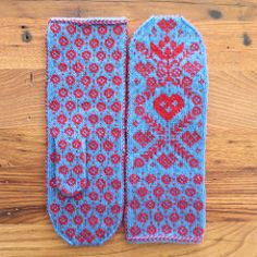 """These mittens feature a pretty Scandinavian-inspired hearts and flowers design They have a peasant (after thought) thumb and a long 3"""" cuff."""