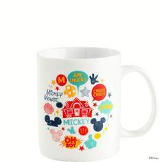 DISNEY Tasse Mickey Mouse    Applaus für die Maus: Die erste Disney-Kollektion von Butlers feiert Premiere und die berühmte Mickey Mouse steht höchstpersönlich im Rampenlicht. Ob auf Geschirr oder Küchenutensilien, ob auf Wohnaccessoires oder Postkarte, ob im Vintage-Stil oder ganz modern - überall kommt der vergnügte Comic-Star ganz groß raus. Da wünschen wir Ihnen viel Spaß und Maus-mäßig gut...