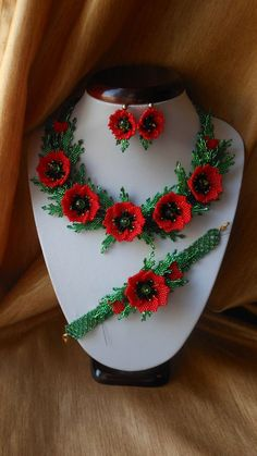 Red Poppy necklace Set jewelry Jewelry Flowers Red necklace Poppies Ukrainian ethnic necklace Bead Weaving flowers Real floral necklace 5 de papoulas por BeadedJewelryVirunia no Etsy Red Necklace, Floral Necklace, Beaded Jewelry Patterns, Beading Patterns, Bead Jewellery, Beading Projects, Beaded Flowers, Floral Flowers, Red Flowers