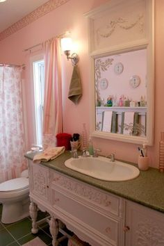 Shabby Chic Pink Paint Styles and Decors to Apply in Your Home – Shabby Chic Home Interiors Shabby Chic Pink, Shabby Chic Cottage, Shabby Chic Homes, Shabby Chic Style, Shabby Chic Decor, Chic Living Room, Beautiful Bathrooms, Romantic Bathrooms, Country Bathrooms