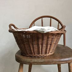 Farmhouse Baskets, Shabby Chic Farmhouse, French Farmhouse, Vintage Farmhouse, Farmhouse Decor, Take Me Home, French Country Decorating, Little Houses, Spring Cleaning