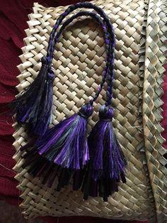 poipiu Flax Weaving, Hand Weaving, Maori Designs, Maori Art, Tassel Necklace, Baskets, Projects To Try, Mesh, Happiness