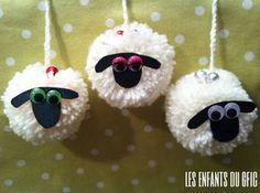 the kids of the gfic: 3 little white sheep . Eid Crafts, Yarn Crafts, Easter Crafts, Christmas Crafts, Diy And Crafts, Crafts For Kids, Arts And Crafts, Pom Pom Animals, Sheep Crafts