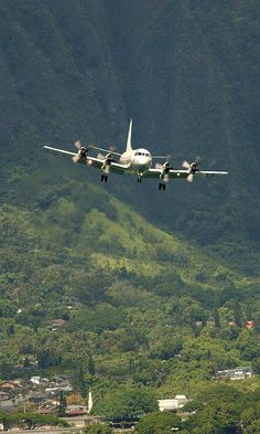 Marine Corps Base Hawaii (July 7, 2004) A U.S. Navy P-3C Orion from the Golden Swordsmen of Patrol Squadron (VP) 47 approaches the landing area at Marine Corps Air Station Kaneohe, Hawaii, during exercise Rim of the Pacific (RIMPAC) 2004.