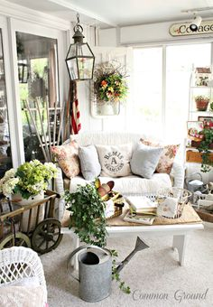 From My Front Porch To Yours: How I Found My Style Sundays- Common Ground ~~~~This is just a gorgeous room. Cottage Porch, Home Porch, Farmhouse Style, Farmhouse Decor, French Farmhouse, Cottage Style, French Cottage, Porche Shabby Chic, Shabby Chic Patio