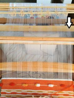 "Telaradas: Tutorial para tejer ""nido de abeja"" Textiles, Weaving Art, Lana, Poli, Macrame, Strands, Scarf Knots, Knitting Tutorials, Yarns"