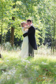 Fantastich Mooi Bruidspaar afgelopen weekend! Het is een romantische fotoshoot geworden in het park van Rijswijk bij Landgoed Te Werve