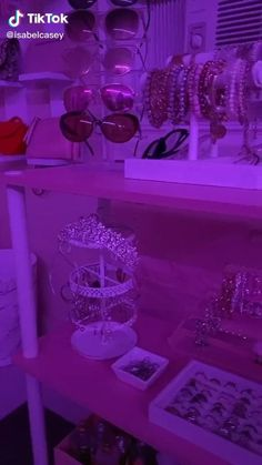 Cute Bedroom Ideas, Cute Room Decor, Teen Room Decor, Room Ideas Bedroom, Small Room Bedroom, Neon Bedroom, Room Design Bedroom, Hippy Room, Chill Room