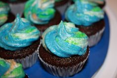 Post image for Earth Day Chocolate Cupcakes http://www.dessarts.com/2010/04/earth-day-chocolate-cupcakes.html