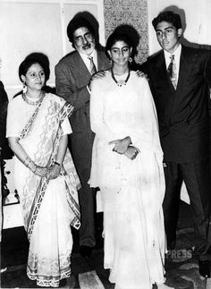 Happy birthday Jaya Bachchan: Unseen family pics   The Indian Express  Page 5 Bollywood Stars, Bollywood Couples, Bollywood Cinema, Bollywood Party, Indian Bollywood, Bollywood Pictures, Bollywood Actress Hot Photos, Vintage Bollywood, Indian Celebrities