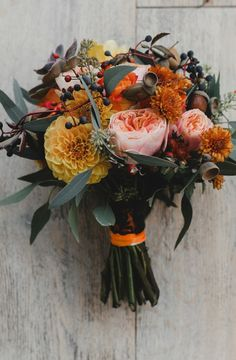 21 Autumn Wedding Bouquets to Fall in Love in With - The Big Fat Indian Wedding autumn wedding colors / wedding in fall / fall wedding color ideas / fall wedding party / april wedding ideas Fall Bouquets, Fall Wedding Bouquets, Fall Wedding Flowers, Fall Flowers, Floral Wedding, Bridal Bouquets, September Wedding Flowers, Trendy Wedding, Elegant Wedding