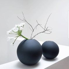 Ikebana Flower Arrangement, Flower Vases, Flower Arrangements, Ceramic Vase, Ceramic Pottery, Beauty In Art, White Aesthetic, Interior Exterior, My Room