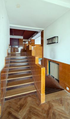 Art Deco Furniture, Furniture Styles, Albertina Wien, Painted Ceiling Beams, Colored Ceiling, Wooden Plates, Maker, Staircase Design, Bauhaus