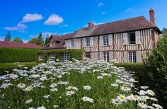 La Douce Folie Saint-Julien-le-Faucon La Douce Folie offers accommodation in Saint-Julien-le-Faucon. Free WiFi is offered throughout the property and free private parking is available on site. Each room has a private bathroom.