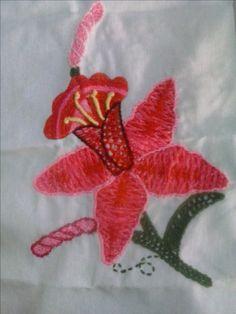 Orquídea en rosa. Bordado fantasía mexicano.