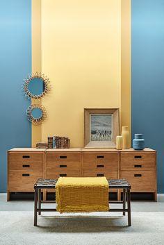 De verfkleuren Air Force Blue 260, Carys 148, Light Gold 53 van LITTLE GREENE. www.littlegreene.nl | verf | paint | matte verf | interieur | interior | wonen | living | styling | muurdecoratie | wall decoration | woonkamer | living room |