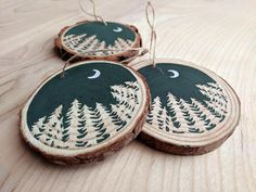 Handpainted Christmas Ornaments, Hand Painted Ornaments, Christmas Ornament Sets, Wood Ornaments, Handmade Ornaments, Handmade Christmas, Diy Christmas, Snowflake Ornaments, White Christmas