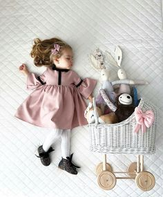 The place where wicker appears in a new fashion style. Dolls Prams, New Fashion, Wicker, Little Girls, Flower Girl Dresses, Wood, Style, Swag, Toddler Girls