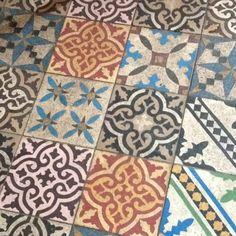 Floor at Gilda's cafe in Stockholm - would love this for my hallway.| mozaiek utrecht | ze gaan er vanelf oud uitzien