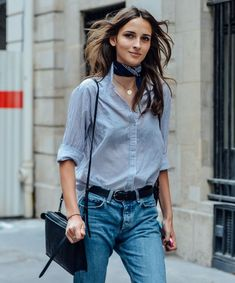 Outfits With Scarves For This Fall + casual street style look + denim on denim look + chambray top + button down woven + Paris Street Fashion, French Street Fashion, Milan Fashion, Street Style New York, Look Street Style, Street Styles, Couture Week, Comment Porter Un Bandana, Look Fashion