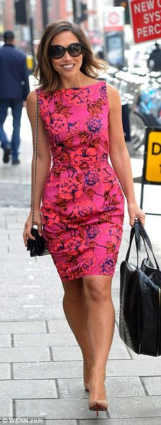 She was up bright and early on Wednesday for a breakfast meeting with her agent Jonathan Shalit. And Myleene Klass was dressed like she meant business, wearing a hot pink floral dress (by Littlewoods, for her action-packed day out. Dresses For Teens, Trendy Dresses, Nice Dresses, Casual Dresses, Dresses For Work, Amazing Dresses, Maxi Outfits, Winter Dress Outfits, Estilo Floral