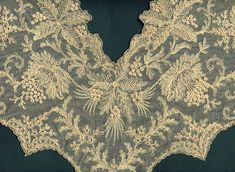 """Bretonne Needle-Run Lace Collar.  24"""" across (61 cm), 15"""" from shoulder line to front point (38 cm)."""