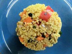 COUS COUS ESTIVO AL SEITAN E CURRY  Qui la ricetta http://bit.ly/cous-cous-estivo  Ingredienti: 140 g di cous cous; 1 cucchiaio di olio extravergine di oliva; uno scalogno; mezzo peperone rosso; una carota; 90 g di seitan alla piastra; mezzo cucchiaino di curry; un cucchiano di curcuma; 20 mandorle sgusciate; basilico; sale; pepe
