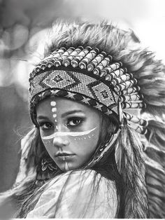 American Indian Girl, Native American Girls, Native American Beauty, Girl Face Drawing, Woman Drawing, Black And White Portraits, Black And Grey Tattoos, Chicano, Indian Girl Tattoos