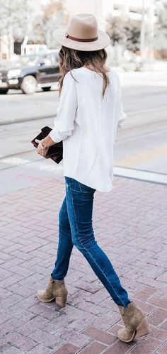 I N S T A G R A M @EmilyMohsie | Casual street style outfit featuring an oversized sweater, skinny jeans, boots, hat, and clutch.
