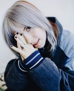 ♡Only girls ♡ Hayley Paramore, Paramore Hayley Williams, Avril Lavigne, Taylor York, Shes Perfect, Cute Celebrities, Famous Women, Portrait, Pretty Hairstyles