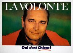 17) Jacques Chirac joue la carte séduction, pull rouge, teint bronzé, soleil couchant sur la verte prairie, regard séducteur et direct. Ne manque plus qu'une cigarette au bord des lèvres pour faire le cow-boy de Marlboro