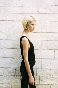 blonde bob in black on black summer look #style #fashion