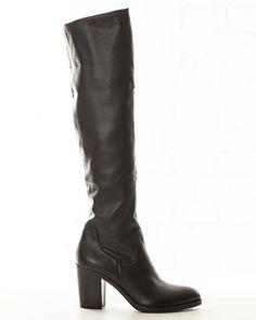 Laars met hak (8cm) en hoge elastische schacht. Gemaakt van stretchleer, sluit heel mooi om het been. Kan worden omgeslagen en ook 'afgezakt' worden gedragen. Kleur: zwart leer. $259.00