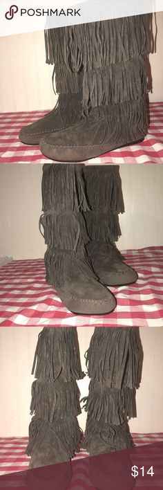 Fringe boots/gray Three layer gray fringe boots with zipper at back.  Approximately 13 in height.  Size 8.5, only worn a few times. Shoes