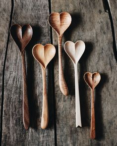 Exquisite hand carved wooden spoons in the shape of a heart. These beautiful kitchen utensils are both artistic and practical. They would make a very special gift for a loved one or friends who enjoys cooking! Perfect for serving, too. Love Spoons, Carved Spoons, Wood Spoon, Wooden Spoon Carving, Spoon Carving Tools, Woodworking Jigs, Woodworking Techniques, Woodworking Machinery, Woodworking Furniture