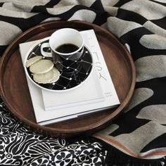 MARIMEKKO oiva/Basket plate and mug (also teapot) - www. Marimekko, Dinnerware, Tea Pots, Basket, Plates, Mugs, Tableware, Prints, Spring Collection