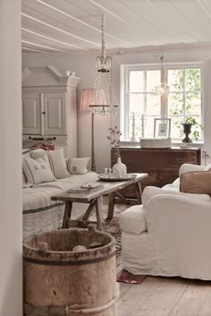 Cozy and Romantic Cottage Living Room Ideas That Will Impress You 40 Cozy and Romantic Cottage Living Room 74 75 Romantic Shabby Chic Living Room Decor Ideas 940 Cozy and Romantic Cottage Living Room 74 75 Romantic Shabby Chic Living Room Decor Ideas 9 Shabby Chic Living Room, Farm House Living Room, Home Decor, House Interior, Shabby Chic Decor Living Room, Cottage Living Rooms, Interior Design, Cottage Living, Shabby Chic Living