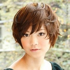 Asian short hairstyles for round faces and thick hair with messy style