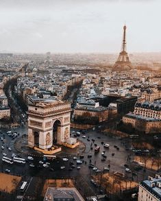 Paris is one of the most popular destinations in Europe with a population of 12 million. Many famous buildings in the city, located around the River. Places To Travel, Places To See, Travel Destinations, Paris France, Paris Paris, Paris City, Torre Eiffel Paris, Tour Eiffel, Destination Voyage