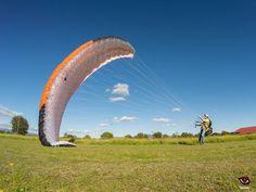 Fotos: Tarde de pruebas con el Sycross One el nuevo parapente EN B de Sol Paragliders, estuvimos haciendo inflados, kiting y un poco de paramotor.