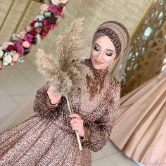 Bridal Hijab, Hijab Bride, Muslim Brides, Pakistani Wedding Dresses, Abaya Fashion, Fashion Outfits, Middle Eastern Makeup, Hijab Makeup, Hijab Dress Party