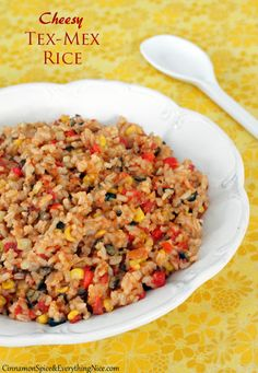 Cheesy Skillet Tex-Mex Rice (add beans for a meatless meal) My family loves this with egg.it is like a tex mex fried rice! But no cheese Side Dish Recipes, Rice Recipes, Mexican Food Recipes, Vegetarian Recipes, Dinner Recipes, Cooking Recipes, Healthy Recipes, Healthy Dinners, Lunch Recipes