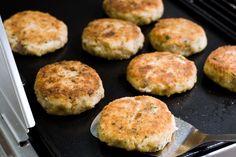 Breakfast: Potato Hash w/ bacon Bacon Hash, Potato Hash, Yummy Treats, Yummy Food, Western Food, Hungarian Recipes, Recipe Sites, Bacon Recipes, Cooking Tips