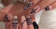 Henna Nails Art / Oriental Nails Ideas / DIY Nude Manicure / Rihanna Nails Inspirations / Water Stickers Nails / Nail stickers / Black nail designs / Hand-painted / Nude nails / Black sequins on nails Check Rapidograph NeoNail Black Nail Designs, Acrylic Nail Designs, Nude Nails, Black Nails, Coffin Nails, Stiletto Nails, Rihanna Nails, Henna Nail Art, Diy Nails
