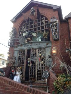 Ghost of Wanser Ave Halloween display