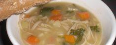Grøntsagssuppe med fuldkornsnudler - Suppe er godt og ikke nødvendigvis svært at lave eller langsommeligt at tilberede. Med denne suppe kan grøntsagsresterne blive brugt.  - http://www.dropslankekuren.dk/tophistorie/grontsagssuppe-med-fuldkornsnudler/