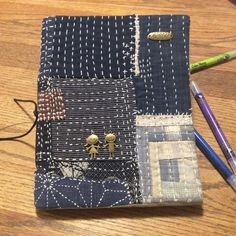 Sashiko Embroidery, Japanese Embroidery, Boro Stitching, Hand Stitching, Quilting Projects, Sewing Projects, Japanese Quilts, Creative Textiles, Stitch Book